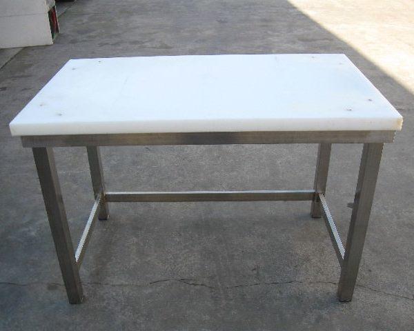 Tavolo da lavoro con piano in polietilene